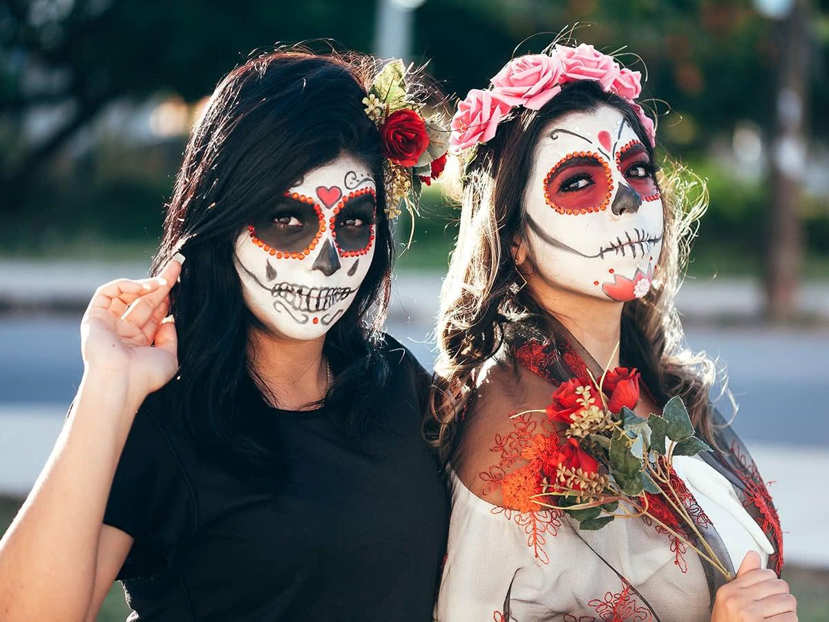"""Jede Kultur trauert anders. In Mexiko feiert man mit Masken und Verkleidungen den """"Día de los muertos""""."""